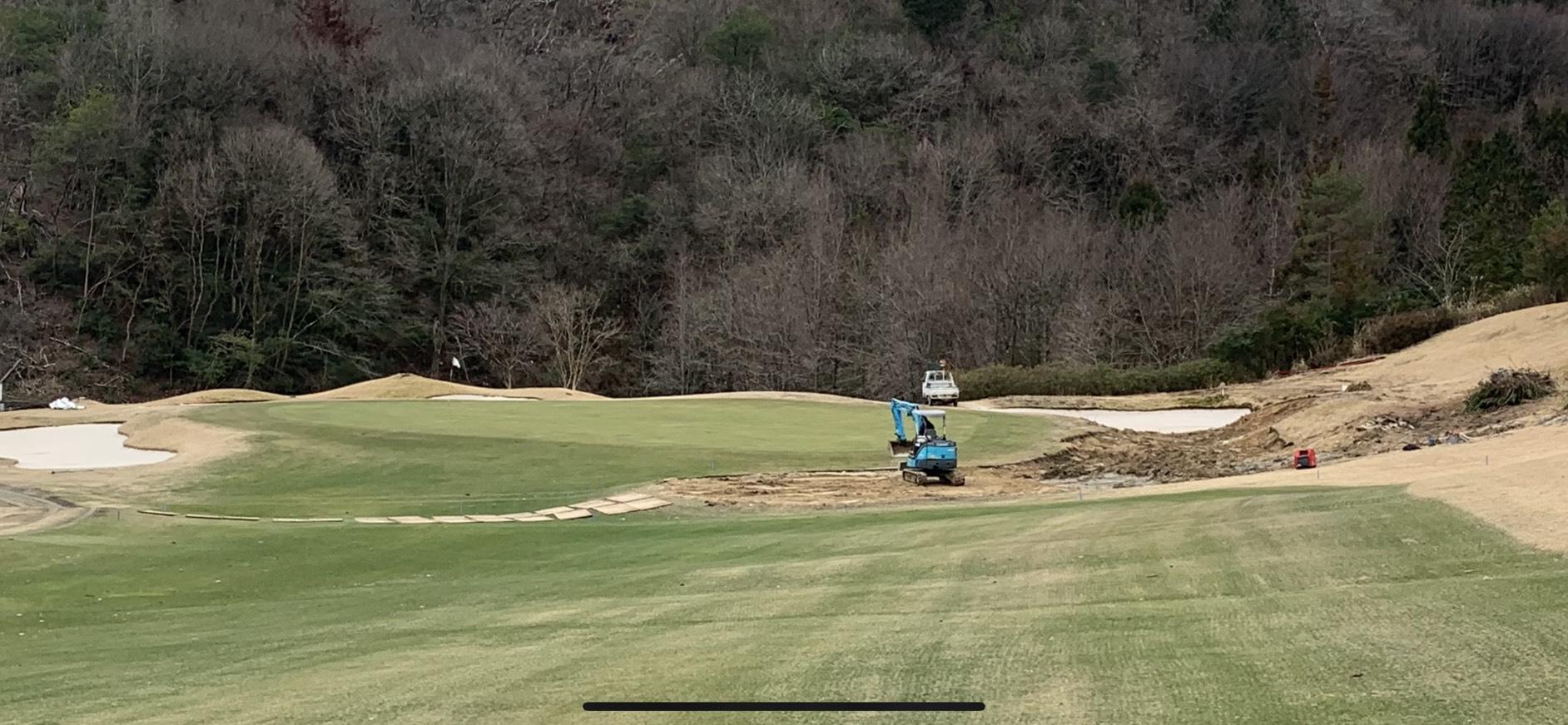 10番グリーン右 池埋め作業開始